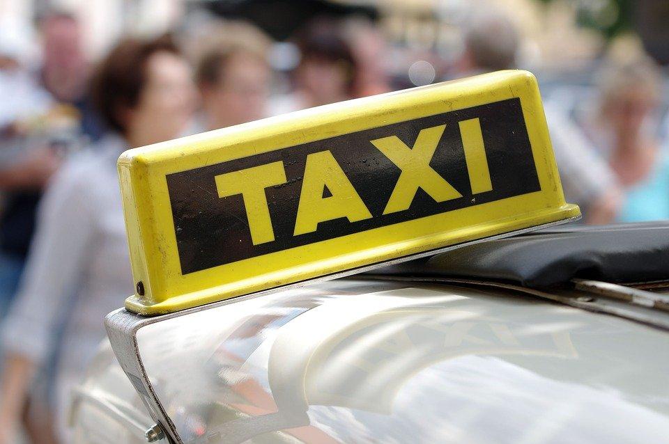 Taksówkarze i rolnicy też składają JPK_VAT